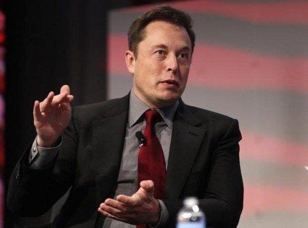 Elon Musk'tan yapay zeka için şok benzetme!