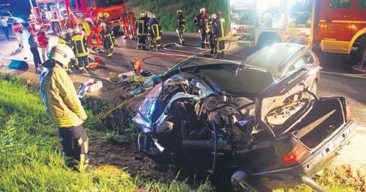 İki ayrı kazada sürücüler can verdi
