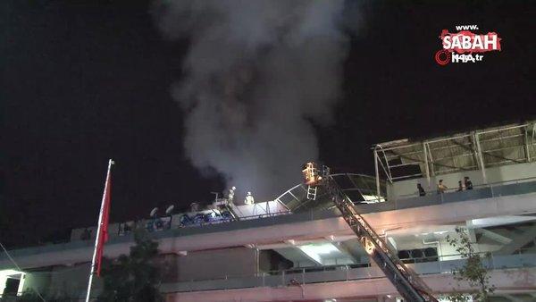 Zeytinburnu'nda iş merkezinin çatı katında yangın | Video