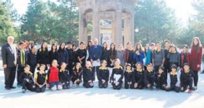 Öğrencilerden Şehitlik ziyareti