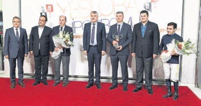 Seyhan Belediye Kupası Aşemez'in
