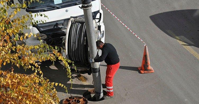 Kars'ta yağmur suyu kanalizasyon şebekesi temizleniyor