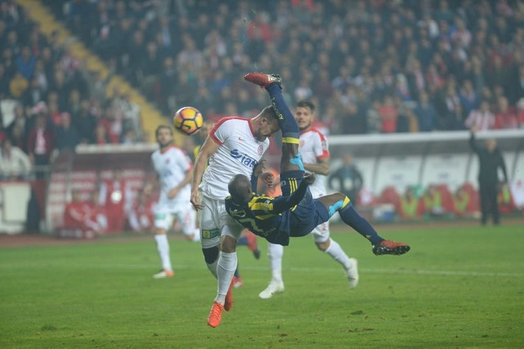 Moussa Sow'dan ağabeyine Galatasaray fırçası!