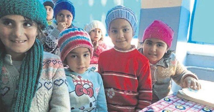 AK Partili kadınlar minik yürekleri ısıttı