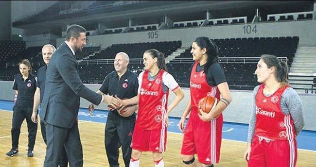Hidayet Türkoğlu, Potanın Perileri'ni ziyaret etti