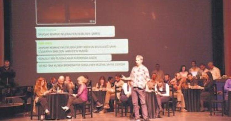 Konserde 'telefona hayır' teması işlendi