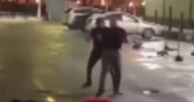 Rus polisi sokak dövüşünü engellemek yerine kavgacı gruplarla beraber izledi
