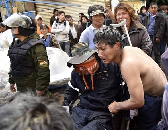 Bolivya polisinden engelli göstericilere sert müdahale