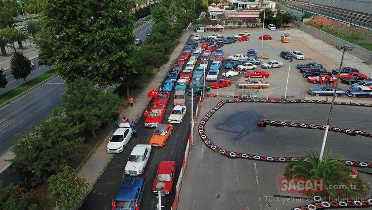 İstanbul'da klasik otomobillerden 30 Ağustos konvoyu