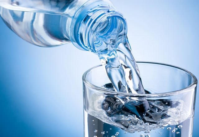 Aç karnına su içmek doğru mu?