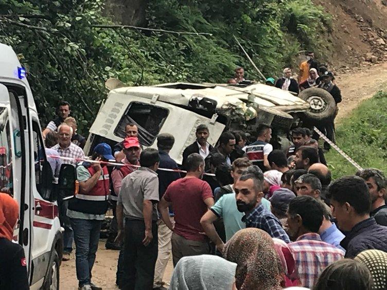 Giresun'da araç uçuruma yuvarlandı: Ölü ve yaralılar var