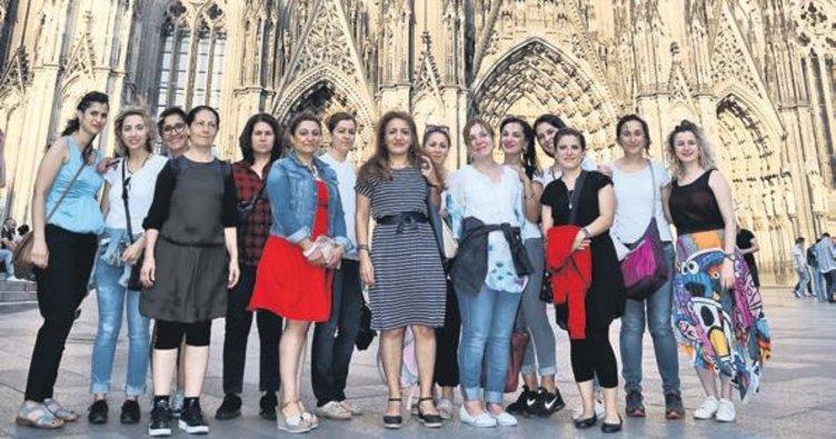 Kadınlar tarihi mekanları gezdi
