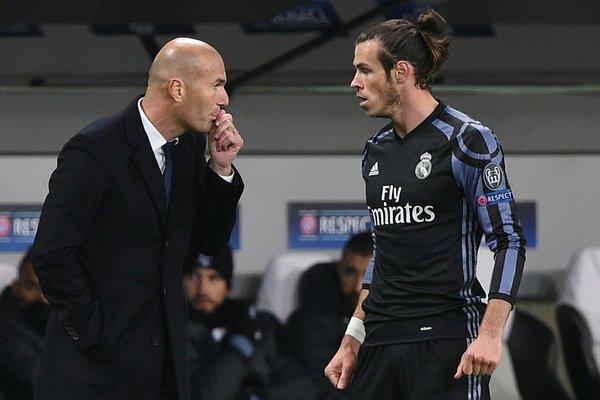 Real Madrid'de Zinedine Zidane 8 oyuncunun biletini kesti