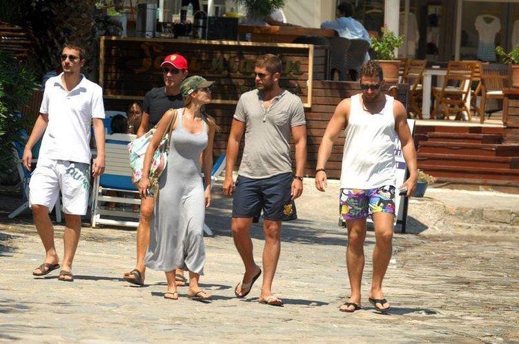Gamze Özçelik ve sevgilisi Mert Öcal'ın tatil keyfi