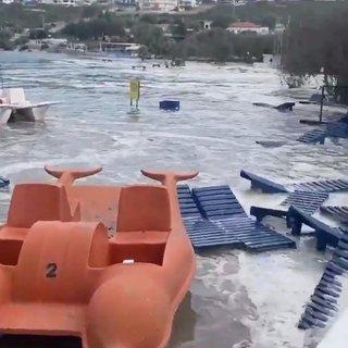 Son dakika: İzmir'deki depremde deniz yükseldi, bir kişi su altında can verdi