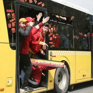 Son dakika! Galatasaray taraftarı Kadıköy'e böyle geldi