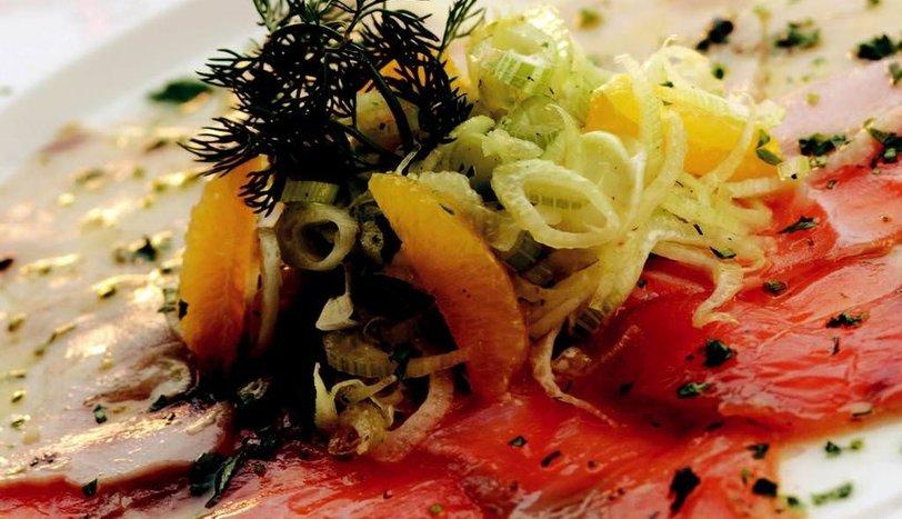 Somon ve Kılıç Balığı Carpaccio,Taze Rezene Salatası ve Portakal Sosu ile
