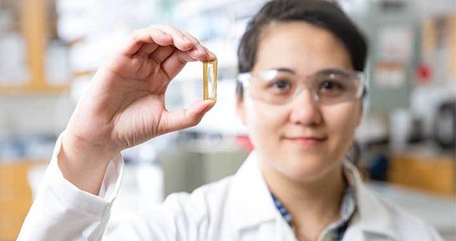 Bir öğrenci, şarjı 400 yıl giden pil icat etti!