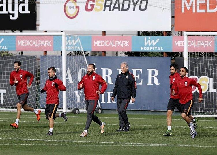 Mustafa Denizli neşteri vuruyor