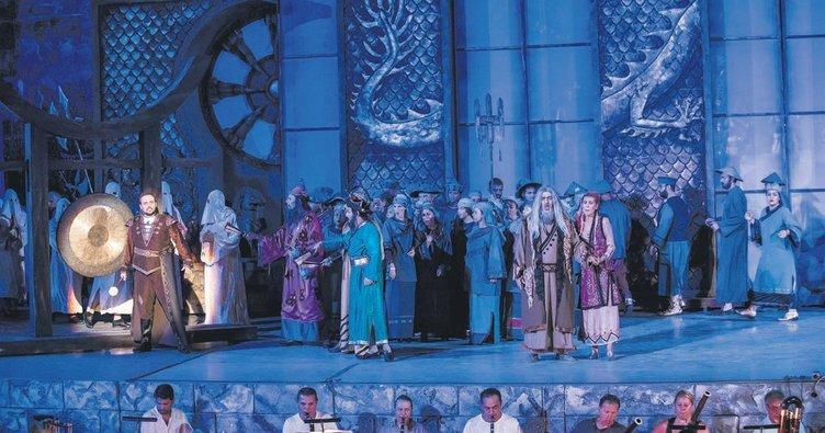 Antik tiyatroda Turandot keyfi