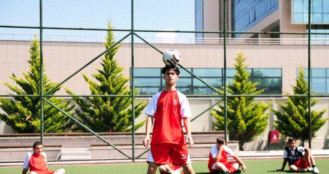 Afganlı Ronaldo'nun acı göçü! Kardeşime söz verdim, ben yıldız olacağım