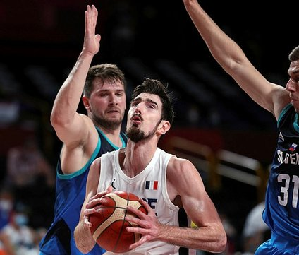 Tokyo Olimpiyatları'nda finalin adı Fransa - ABD! De Colo, Doncic'e ilk mağlubiyeti tattırdı...