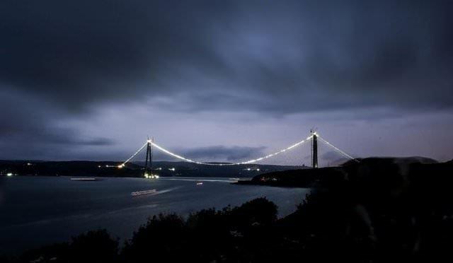 3. Köprü göz kamaştırdı