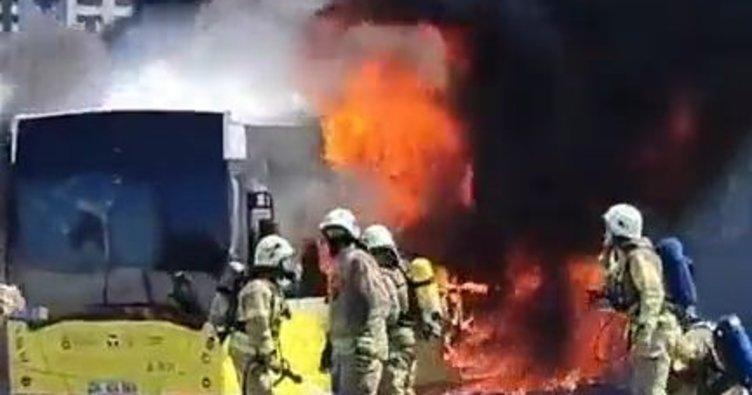 İETT otobüsü seyir halinde yandı! İtfaiye seferber oldu