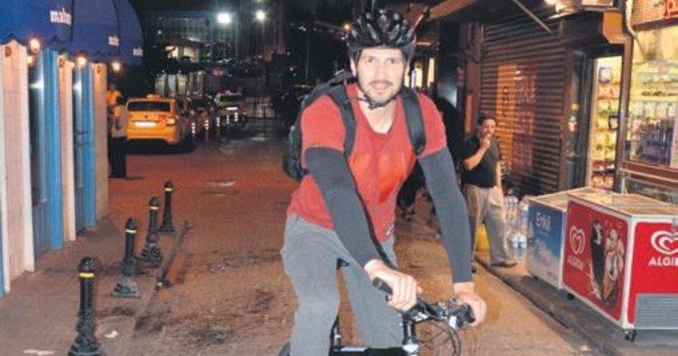 Bisikletle İstanbul turu atıyor