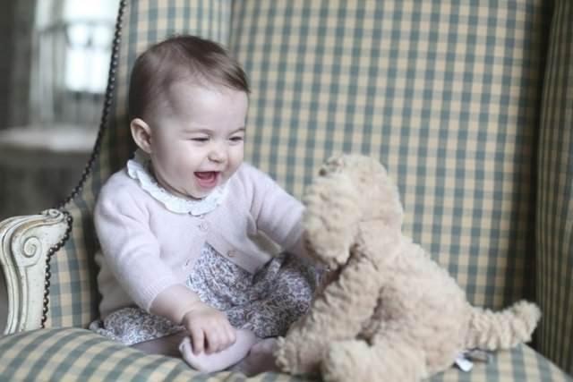 İngiltere'nin en meşhur bebeği büyüdü