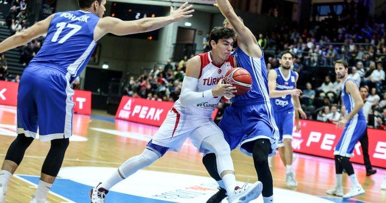 A Milli Erkek Basketbol Takımı, Super Cupta şampiyon oldu 61