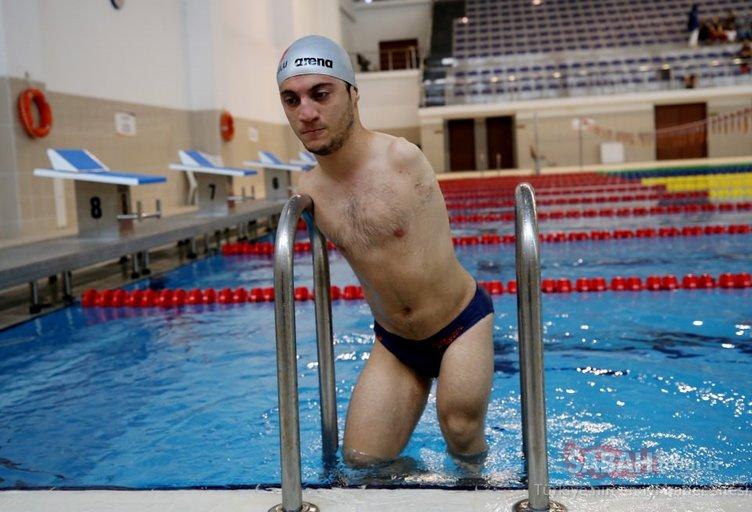 Dünya şampiyonu engelli yüzücü üniversiteyi üstün başarıyla bitirdi