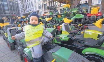 4 bin traktörle iklim protestosu
