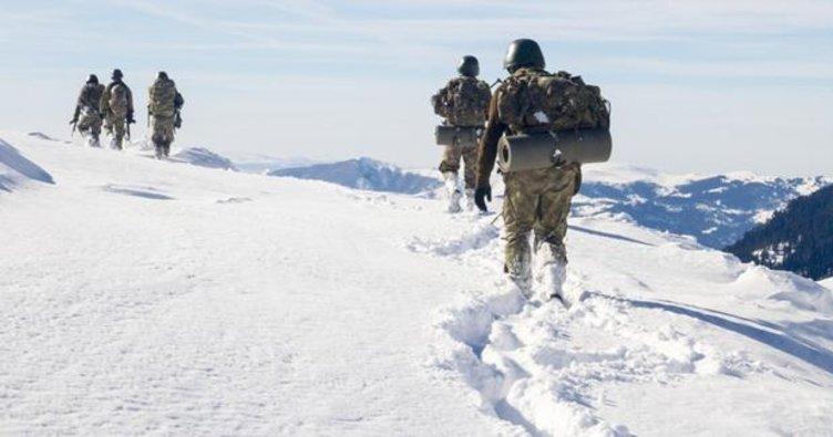 Kato Dağı'nda 7 metre karda vatan nöbeti