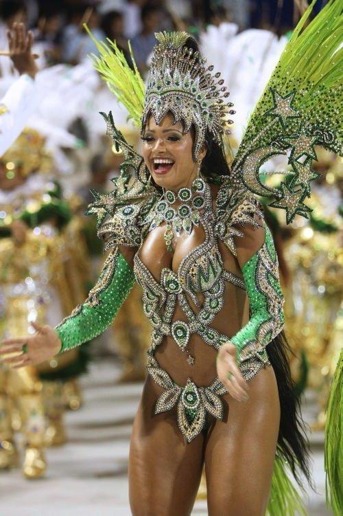 девственная голые на карнавале в рио видео голые телки большими