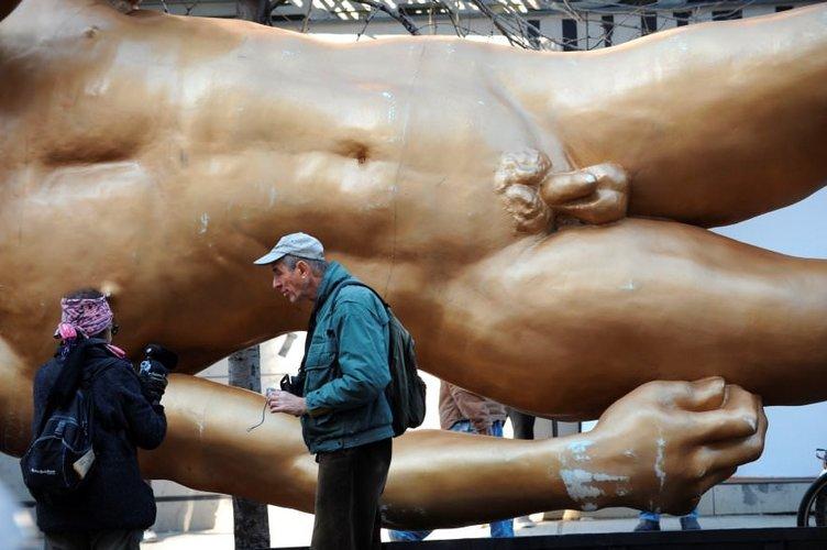 Türk sanatçının dev David heykeli SoHo'yu salladı!
