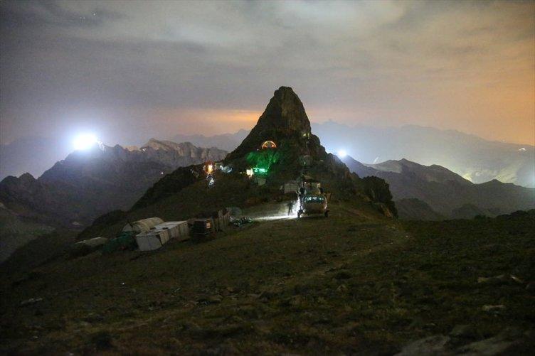 Mehmetçik İkiyaka Dağları'nda destan yazıyor