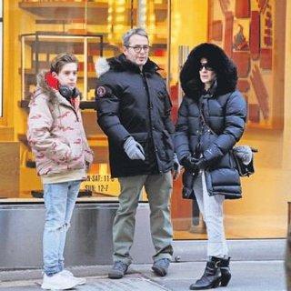 Oğullarını alışverişe çıkardılar