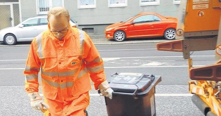 Vekil Lindh çöp topladı