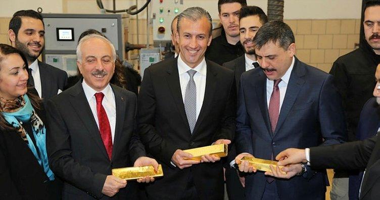 Venezuela Devlet Başkanı Maduro'nun yardımcısı, altın rafinerisine hayran kaldı
