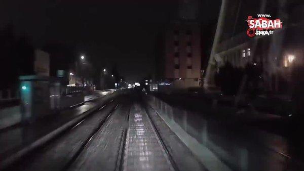 Polonya'da genç kadın tramvayın altında kalmaktan son anda kurtuldu | Video