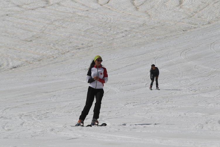 Hakkari'de mayısta kayak keyfi