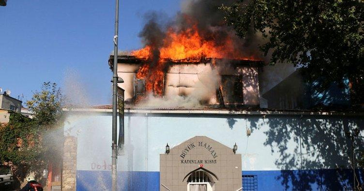 Tarihi hamamda yangın!