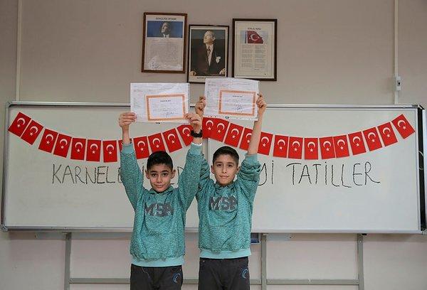 İkizler Okulunda karne sevinci