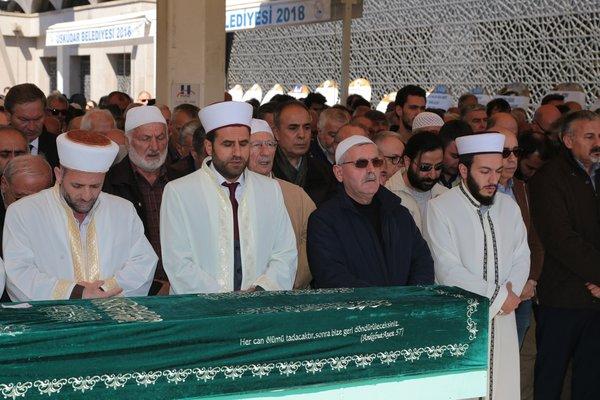 Ünlü oyuncu Şevket Altuğ yıllar sonra Dursun Ali Sarıoğlu'nun cenazesinde görüntülendi