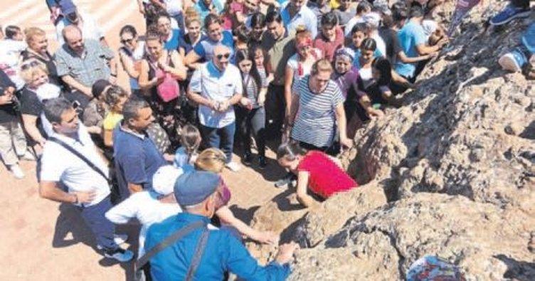 Antalya'dan giden Aleviler hacı oldu