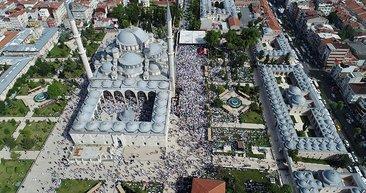Abdülmetin Balkanlıoğlu'nun cenaze töreninde insan seli