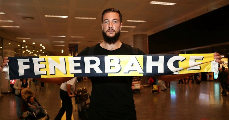 Fenerbahçe Doğuş'un yeni transferi Joffrey Lauvergne, İstanbul'a geldi