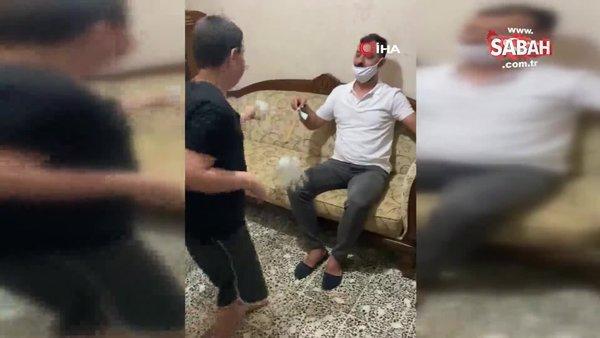 Korona virüs gölgesinde bayram kutlaması: Eldiveni öpüp harçlıklarını sopanın üzerinden aldılar   Video