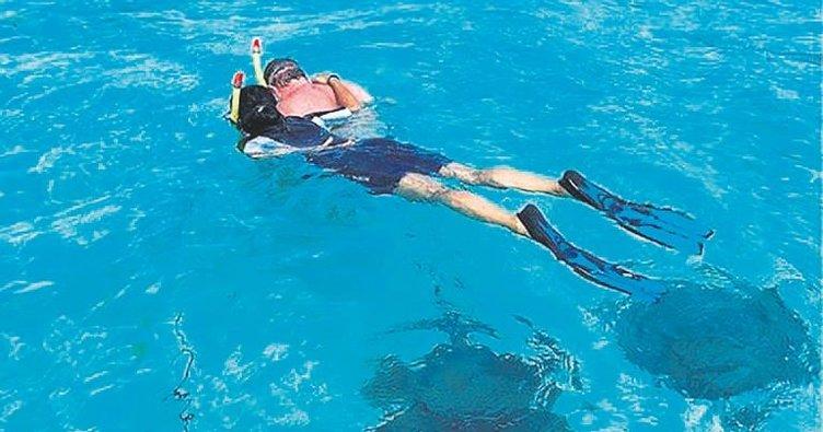 Vatozlarla yüzdü